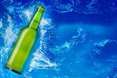 vatten för green för flaskexponeringsglas Arkivfoto
