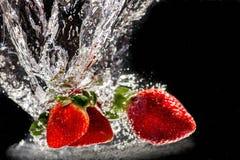 Vatten för jordgubbar I Royaltyfria Bilder