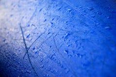 vatten för liten droppeskrovkajak Arkivbild