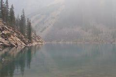 vatten för pölreflexionsrök Fotografering för Bildbyråer