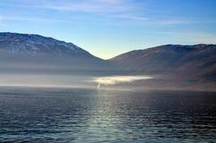 vatten för pölreflexionsrök Arkivbilder