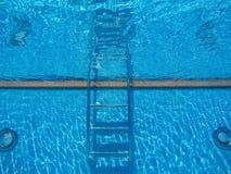 vatten för pölsimningparaplyer Royaltyfri Fotografi