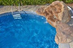 vatten för pölsimningparaplyer Royaltyfria Bilder