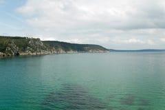 vatten för sikt för oklarhetshavsky Naturbakgrund med inget Morgat Crozon halvö, Brittany, Frankrike royaltyfria bilder