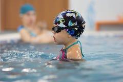 vatten för simning för barnpölsport arkivbild