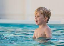 vatten för simning för barnpölsport Royaltyfri Bild