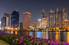 vatten för town för bangkok stadspark arkivfoto