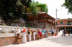 vatten för turister för kvinnliggruppavsmakning Royaltyfria Foton