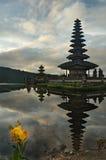 vatten för ulun för tempel för bali bratan danupura Royaltyfri Bild