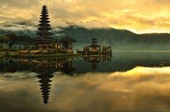 vatten för ulun för tempel för bali bratan danupura Royaltyfri Fotografi