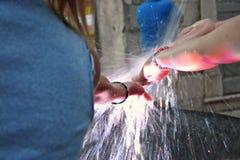 Vatten för whit för barnlek Royaltyfri Fotografi