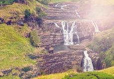 Vatten faller lilla Niagara av den Sri Lanka vattenfallet Arkivbild
