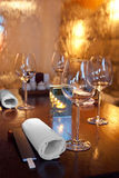 vatten flödar på exponeringsglas i sushirestaurang Fotografering för Bildbyråer