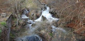 Vatten från berget arkivfoto