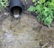 vatten för drainrør Royaltyfri Fotografi