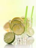 Vatten i exponeringsglaset med iskuber Arkivbilder