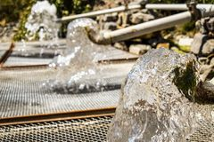 Vatten i staden, insättning av vatten royaltyfri bild