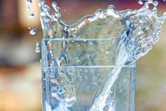 Vatten - källan och saker för gravvalv allra i universumet Arkivbilder