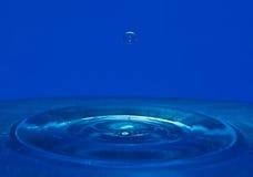 Vatten och droppe Arkivbilder