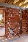 Vatten och elektriska installationer i hus royaltyfri bild