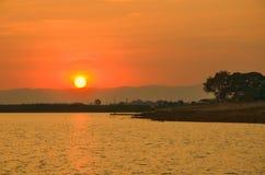 Vatten och härlig solnedgångsikt i Thailand Arkivfoto