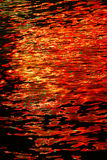 Vatten på brandabstrakt begreppfärger Royaltyfri Foto