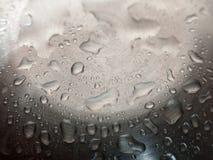 Vatten på yttersida av metall Royaltyfri Foto