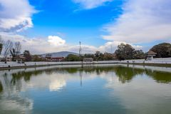Vatten Reflaction Siddha Pokhari Bhaktapur Nepal Royaltyfri Foto
