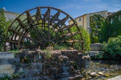 Vatten rullar in Provence, Frankrike arkivfoton