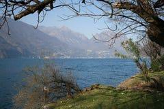 Vatten sjö i Schweiz royaltyfria bilder