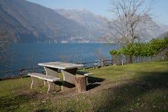 Vatten sjö i Schweiz arkivbild