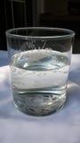 Vatten som är nödvändigt för hälsa Fotografering för Bildbyråer
