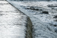 Vatten som applåderar den Motala strömmen Norrkoping Arkivfoto