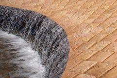Vatten som flödar i springbrunnen Royaltyfri Foto