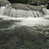 Vatten som gör form fotografering för bildbyråer