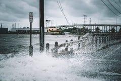 Vatten som kommer över vägen Fotografering för Bildbyråer