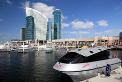 Vatten taxar i Dubai Arkivbild