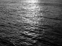 Vattenbakgrund vid dag Fotografering för Bildbyråer