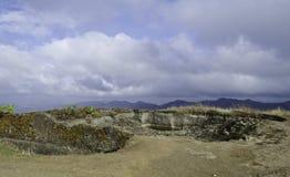Vattenbehållare på bergöverkant Royaltyfria Foton