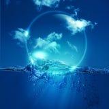 Vattenbubbla över havvåg Arkivbild