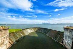 Vattendammbyggnad fotografering för bildbyråer