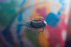 Vattendroppar och krusningar royaltyfria foton
