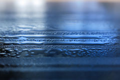 Vattendroppar och reflexioner Arkivbild