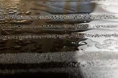 Vattendroppar och reflexioner Arkivfoto