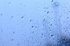Vattendroppar på exponeringsglas Arkivbild