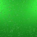Vattendroppar på grön metallisk yttersida framförande 3d Grafisk illustration Arkivfoto