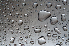 Vattendroppar på metallcloseupen Royaltyfri Fotografi