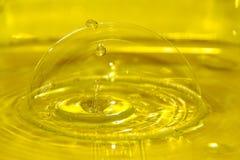 Vattendroppe i bubbla Arkivfoto