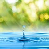 Vattendroppe med sommarplats Arkivfoton
