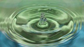 Vattendroppfärgstänk i vattnet Royaltyfri Foto
